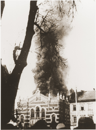 Burning_synagogue_Sudetenland_Kristallnacht.jpeg