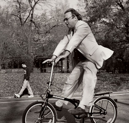 Christopher-Hitchens-feet-off-the-pedals.jpg