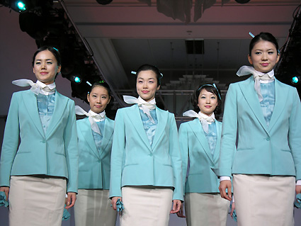 Korean_Air_uniforms_by_Ferre.jpg