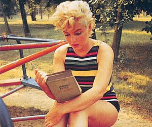 MarilynMonroeReadsJamesJoyce.jpg