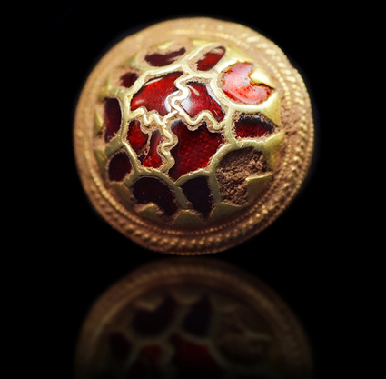 Scabbard_boss_Staffordshire_hoard_7th_century.jpg