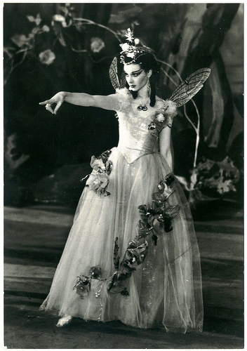 Vivien_Leigh_as_Titania_(A_Midsummer_Night's_Dream)_1937.jpg