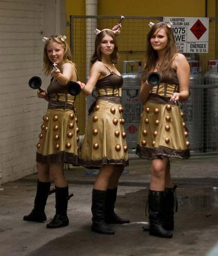 girls_in_dalek_costumes.jpg